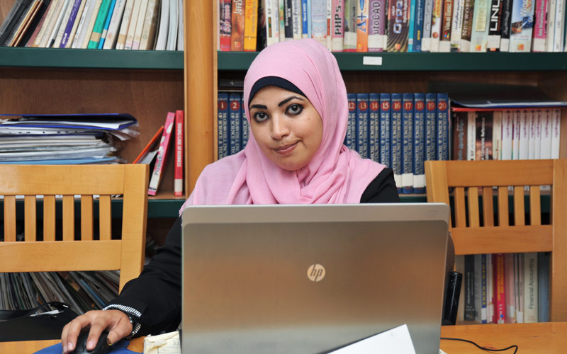 Asma Al Zahar, a participant in the UNRWA Gender Initiative's volunteer project for International Youth Day. © 2015 UNRWA Photo