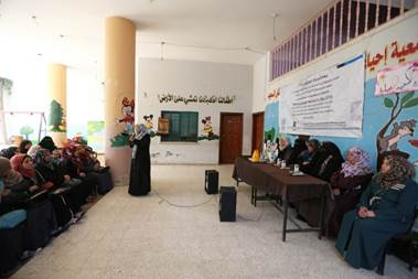 Palestine refugee Laila Abu Nasser is leading a panel discussion on 'Raising Voices – Women Can Make Change in Gaza'. Photo credit: ©UNRWA Gaza 2016. Photo by Tamer Hamam.