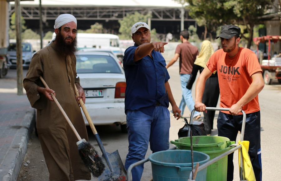 Ibrahim Nassar (middle) is giving instructions to two labourers in Nuseirat camp, central Gaza. All of them are employed through the UNRWA Job Creation Programme. © 2016 UNRWA Photo by Rushdi Al Saraj