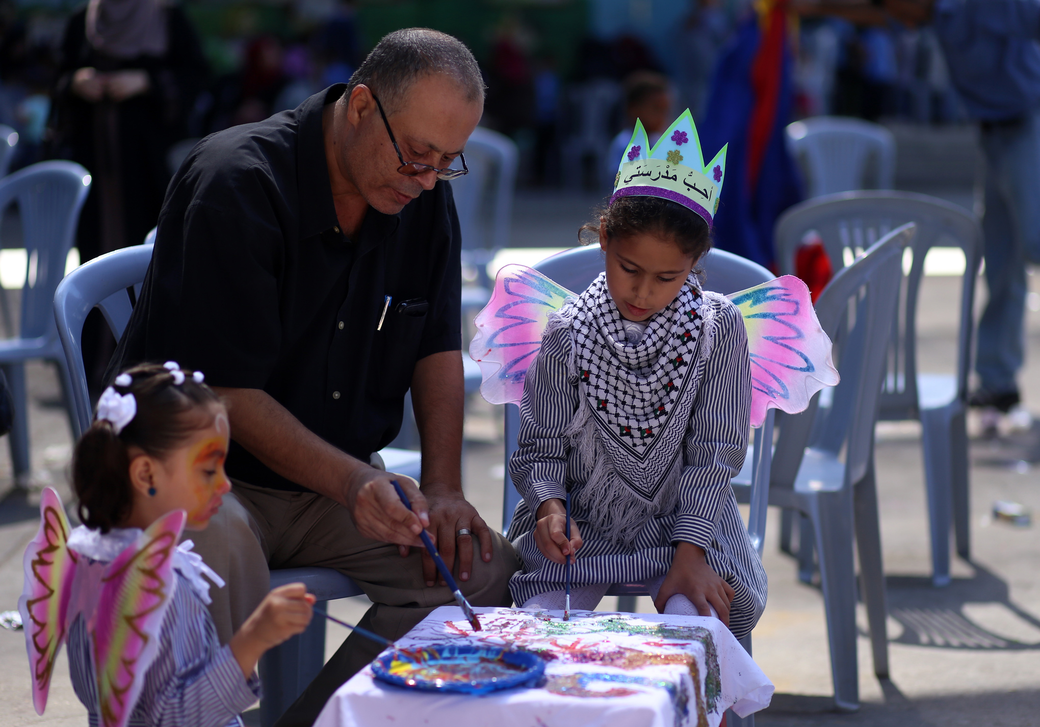 Parents engaged in recreational activities with their children during the annual Back-to-School Campaign in Gaza. © 2017 UNRWA Photo by Rushdi Sarraj