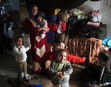 تعمل ملاجئ الأونروا الجماعية على إيواء 12,697 من اللاجئين الفلسطينيين والسوريين الأشد عرضة للمخاطر في البلاد، بما في ذلك الأسر المعيشية التي ترأسها النساء. الحقوق محفوظة للأونروا. تصوير تغريد محمد 2014.