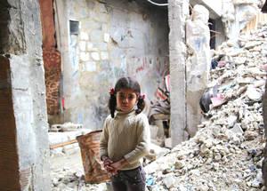 في عام 2015، تحتاج الأونروا لمبلغ 415 مليون دولار من أجل توفير الخدمات والمساعدات الإنسانية للاجئي فلسطين من سورية الذين تضرروا جراء الأزمة. وبمساعدتكم، فإننا نستطيع إحداث فرق. الحقوق محفوظة للأونروا / تغريد محمد. 2014