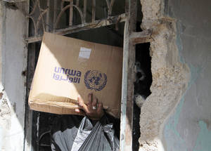 Humanitarian access to Yarmouk during 2014 was sporadic and frequently interrupted. UNRWA needs to distribute at least 400 food parcels per day to meet the minimum needs of the Yarmouk population. As of 27 January 2015, UNRWA has been unable to complete a full distribution in Yarmouk since 6 December 2014. © 2014 UNRWA Photo