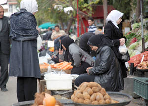 Cash assistance allows Palestine refugees to supplement their diets with fresh fruit and vegetables and keeps small local economies and employment opportunities afloat. Alliance, Damascus. © 2014 UNRWA Photo by Taghrid Mohammad.