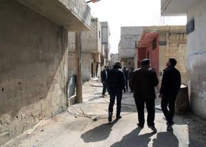 في شباط 2015، عاودت الأونروا الدخول إلى الحسينية للمرة الأولى منذ 18 شهرا. وقام العاملون بتقييم الضرر الذي حدث لمنشآت الأونروا التسع في المنطقة. الحقوق محفوظة للأونروا 2015. تصوير تغريد محمد.