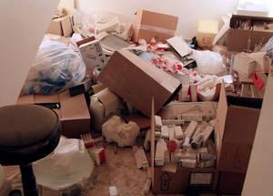 تعرض مركز الأونروا الصحي في الحسينية للنهب وتمت سرقة محتوياته من الأدوية والعقاقير. الحقوق محفوظة للأونروا 2015. تصوير تغريد محمد.