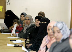 Parents take part in a World Health Day food safety education session at the UNRWA Baqa'a Preparatory Girls School in Jordan. © UNRWA Photo