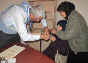 في 14 نيسان 2015، قام موظفو الصحة التابعين للأونروا بتأسيس نقطة صحية متنقلة في يلدا عملت حتى تاريخه على معالجة 304 مريض. الحقوق محفوظة للأونروا، 2015.