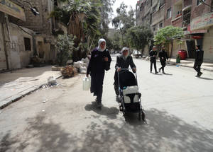 Residents carry water on strollers back to their homes. April 2015. © 2015 UNRWA Photo by Rami al Sayyed