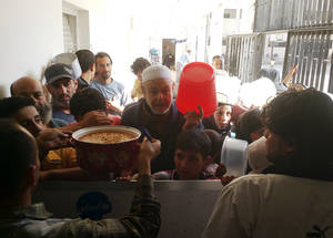 UNRWA has supplied equipment that will be used to establish a high-capacity collective shelter kitchen in Yalda and strengthen an existing kitchen in Babila. Civilians queue for a hot meal in Yalda. ©UNRWA 9 May 2015.