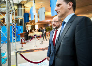 EU Parliament President Martin Schulz, Commissioner for European Neighborhood Policy and Enlargement Negotiations Johannes Hahn, European External Action Service (EEAS) Managing Director Hugues Mingarelli and UNRWA Commissioner-General Pierre Krähenbühl attend the inauguration of the UNRWA Photo Exhibition 'I'm not a statistic'. © European Union 2015