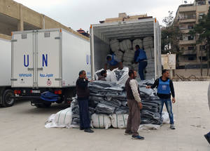 UNRWA distributed thermal blankets to Palestine refugees, who had previously reported that blankets were a critical need due to low winter temperatures. Yalda, Damascus. © 2016 UNRWA Photo