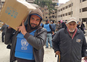 UNRWA provided 11,700 food parcels of 35 kg each for Palestine refugee families from Yarmouk, Yalda, Babila and Beit Saham. Yalda, Damascus. © 2016 UNRWA Photo