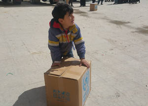 Each food parcel includes rice, lentils, sugar, pasta, powdered milk, olive oil, sunflower oil, tomato paste, tea, salt, bourghul, canned sardines, jam, canned foul and hummus. Yalda, Damascus. © 2016 UNRWA Photo