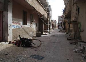 استنفذ لاجئو فلسطين كامل مواردهم. لقد تشتت عوائلهم بسبب النزوح القسري، وحوالي 95% من أولئك الذين لا زالوا في سورية والبالغ عددهم 450,000 لاجئ يعتمدون على الوكالة من أجل الدعم. الحسينية. الحقوق محفوظة للأونروا، 2015. تصوير تغريد محمد