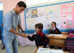 محمد عساف يزور مرافق الأونروا التعليمية في مخيم الامعري