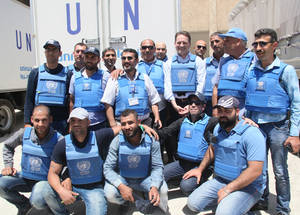 The Commissioner-General met with UNRWA workers who work tirelessly to provide aid in difficult and sometimes dangerous circumstances. UNRWA Distribution Point, Yalda, Syria. © 2016 UNRWA Photo by Taghrid Mohammad