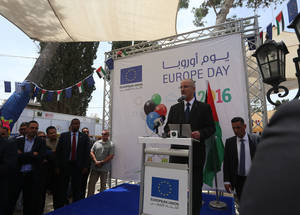 Palestinian Prime Minister Dr. Rami Hamdallah delivers remarks at the annual Europe Day fair in Ramallah. © 2016 UNRWA Photo by Alaa Ghosheh