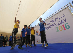 The event featured dance performances and recreational activities, as well as a showcase of culinary specialties and local artisan products, for attendees to enjoy and partake in. © 2016 UNRWA Photo by Alaa Ghosheh