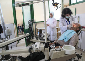 Oral hygiene is another priority for the Agency. This year, UNRWA expanded its services to 3 more of its 15 clinics operating on the ground, carrying out 20,413 consultations from January to March 2016. Alliance Health Centre, Alliance, Damascus, Syria, April 2016. © 2016 UNRWA Photo