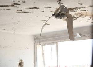 بسبب انعدام الاستقرار في البلاد، فإن 44% فقط من إجمالي مدارس الأونروا البالغ عددها 118 مدرسة ممن كانت تعمل قبل النزاع لا تزال مفتوحة. وتعرضت 34 مدرسة من تلك المدارس لأضرار كاملة أو جزئية، فيما يتم استخدام 12 مدرسة أخرى كملاجئ جماعية للاجئي فلسطين المشردين. مدرسة بيت جالا للبنات، الحسينية، سورية، نيسان 2016. الحقوق محفوظة للأونروا، 2016.