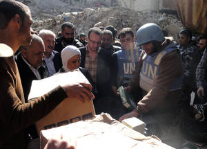 Distribution of food parcels in Yarmouk