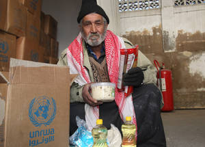 UNRWA distributes an average of 150,500 food parcels per round (10 weeks), providing staples such as rice, lentils, cooking oil, powdered milk, pasta, halawa and sugar to 430,000 Palestine refugees relying on its humanitarian services across Syria. Alliance distribution centre, Damascus, Syria. © 2017 UNRWA Photo by Taghrid Mohammad