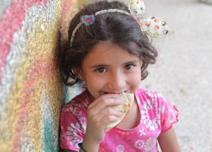 The distribution also included the Ramadan sfiha or meat pies for all of the Palestine refugees residing in the nine UNRWA collective shelters in Damascus and Rif Damascus. Thanks to the World Federation, each individual received five pieces of meat pie. Al-Tireh collective shelter, Dummar, Syria. © 2017 UNRWA Photo by Taghrid Mohammad
