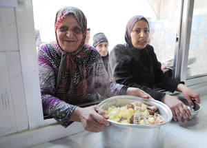 In addition to the suhour basket and the meat pies, UNRWA provides the Palestine refugees accommodated in the collective shelters with one daily hot meal sufficient for the whole family. Haifa collective shelter, Damascus, Syria. © 2017 UNRWA Photo by Taghrid Mohammad