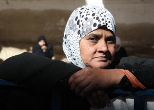 مع دخول الحرب الآن عامها السابع، لا يزال لاجئو فلسطين، باعتبارهم لاجئين منذ فترة طويلة، تحديدا مجموعة من السكان المعرضين للمخاطر. ومن أصل 438,000 لاجئ من فلسطين لا يزالون في البلاد، فإن أكثر من 95% منهم يعتمدون بالكامل على دعم الأونروا الطارئ. مركز توزيع الأليانس، سوريا. الحقوق محفوظة للأونروا، 2017. تصوير تغريد محمد.