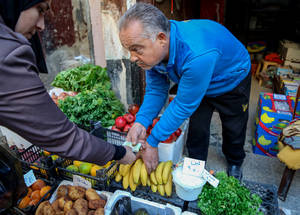 Generous support from the United States is helping Palestine refugees meet a part of their humanitarian needs through cash assistance, which provides refugees with the dignity of choice. Fruit and vegetable sellers at market, Neirab, Syria © 2016 UNRWA Photo by Ahmad Abu Zeido