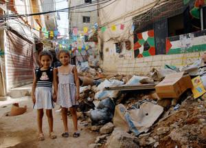 الحياة في مخيمات اللاجئين بلبنان