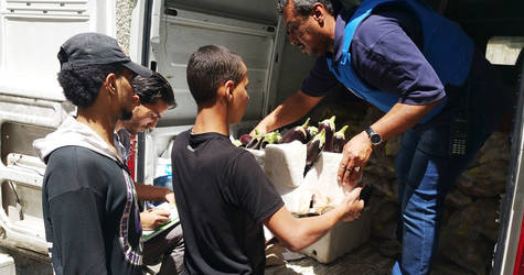 Food assistance is a critical component of the emergency response. On 9 May, UNRWA provided enough fresh and dry food to a central community kitchen in Yalda to feed 600 individuals for one week ©UNRWA 9 May 2015.