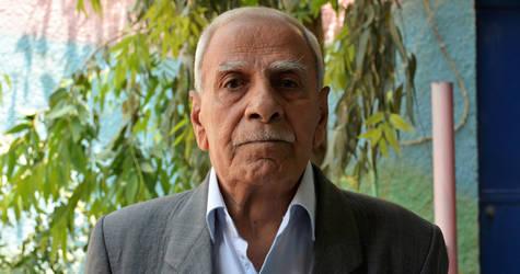 """ولد عبدالعزيز الخطيب، 70 سنة، عام النكبة. وهو يقول: """"فررت مع أسرتي. لقد نزحنا حوالي ست مرات. بالنسبة لي، فإن النكبة تعني نزوح الشعب الفلسطيني من وطنهم الأم وبيوتهم. لقد نزحت من وطني والتجأت إلى سوريا. إن ألم وحزن النكبة قد أثرا على أسرتي وعلى أطفالي الإثنين. إنني آمل أن أعود إلى فلسطين وأن أرى وطني حرا ومستقلا"""". الحقوق محفوظة للأونروا، 2018. تصوير إياد فاعوري."""