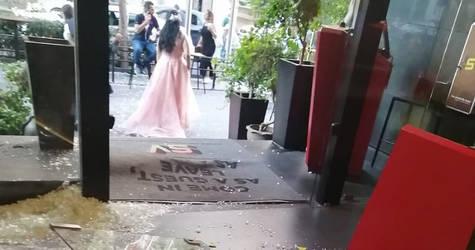 الأنقاض في ردهة الفندق في أعقاب انفجار 4 آب. الحقوق محفوظة للأونروا، 2020. تصوير شاكر خزعل