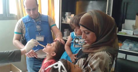 Displaced children receive UNRWA medical services in Yalda shelter, 25 May, 2015. © 2015 UNRWA Photo