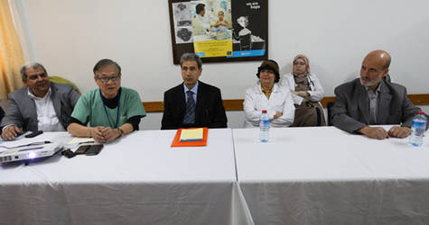 Orthopedic surgeon Dr. Yoshio Nekozuka during a presentation to Al Rimal Health Centre medical team on the type of exercises that alleviate the lower back pain. © UNRWA 2015 Photo by Mohamed Al Hinawi