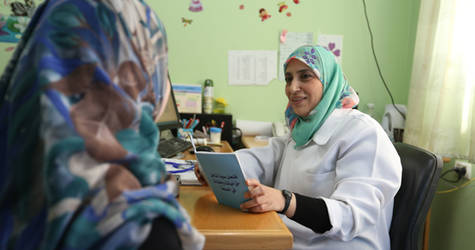 Khitam Ibrahim during her work as a midwife, providing health services to a patient in an UNRWA Health Centre in northern Gaza. © 2016 UNRWA Photo by Tamer Hamam