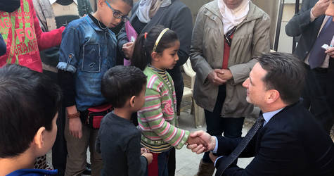 UNRWA Commissioner-General Pierre Krähenbühl visits Palestine refugees displaced from Ein el-Tal camp and sheltered in a governmental School in Aleppo. © 2017 UNRWA Photo by Ahmad Abu Zeid