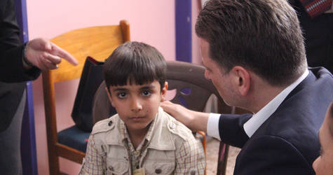 UNRWA Commissioner-General Pierre Krähenbühl meets with Walid, an 11-year-old Palestine refugee from Neirab camp, near Aleppo in Syria. © 2017 UNRWA Photo
