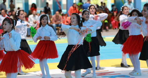 UNRWA students during their participation in the opening ceremony performances of the Summer Fun Weeks held in Al-Zaitoun Elementary Girls School, Gaza City. © 2017 UNRWA Photo by Fadi Thabet