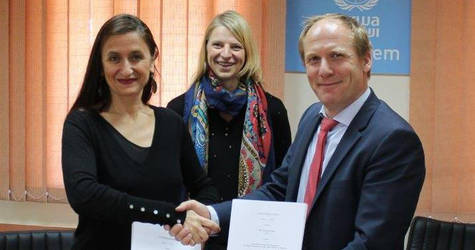 Signing ceremony with Ms. Françoise Vanni, UNRWA Director of External Relations and Communications, Mr. Jonas Blume, Director of KfW Office in Ramallah, and Ms. Kristin Luther, German Representative Office in Ramallah © 2017 Photo by Christian Willach, KfW.