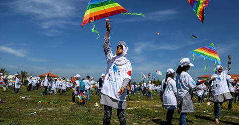 UNRWA students participate at the kite flying event held at Khan Younis Training Centre in Gaza, in solidarity with the people of Japan. © 2018 UNRWA Photo by Rushdi Sarraj