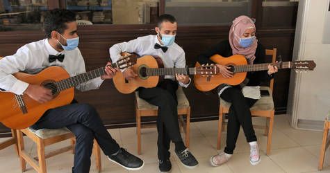 Palestine refugee adolescents sing and perform at the opening ceremony of a photo exhibition of Palestine refugees with disabilities at UNRWA Damascus Training Centre © 2020 UNRWA photo by Taghrid Mohammad