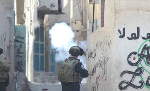 Israeli soldiers fire tear gas in Aida refugee camp in 2014. Photo by Mohammad Alazza