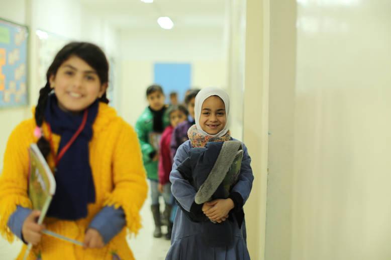 من أصل أطفال لاجئي فلسطين القادمين من سورية والمسجلين لدى الأونروا في الأردن، فإن 85% منهم مسجلون الآن في المدارس