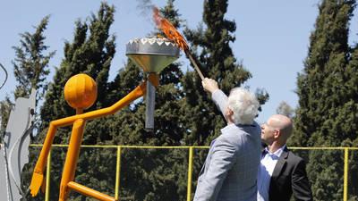 مدير عام الاونروا – لبنان وممثل اليونيسف في لبنان بالانابة يضيئان شعلة الأولمبياد الفلسطيني معلنين بدأ البرنامج