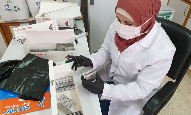 UNRWA staff with support from the Palestine Red Crescent Society work to distribute critical medication during the COVID-19 outbreak in the West Bank. © 2020 UNRWA Photo