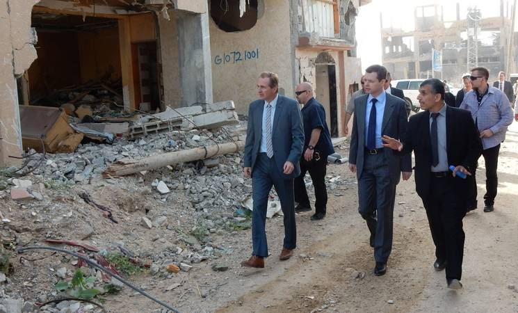 Parliamentary State Secretary of the German Federal Ministry for Economic Cooperation and Development (BMZ), Thomas Silberhorn, (centre) and Director of UNRWA Operations in Gaza, Robert Turner (left) in Gaza. © 2015 UNRWA Photo by Suzanne Leuenberger