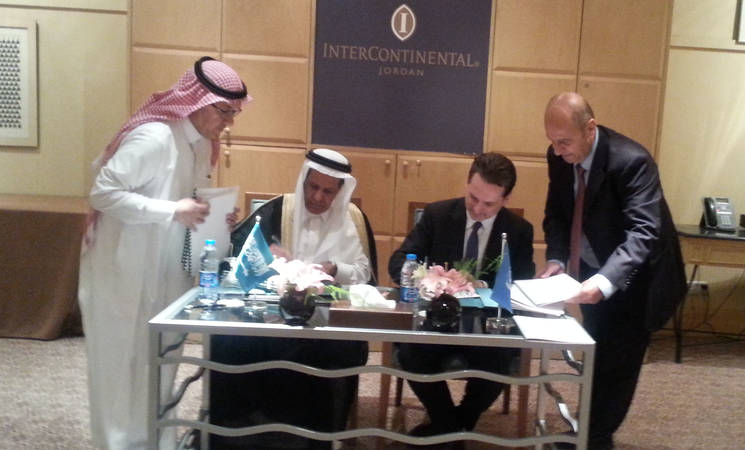 Saudi Fund for Development (SFD) Vice Chairman and Managing Director H.E. Eng. Yousef Ibrahim Al-Bassam (second from left) and UNRWA Commissioner-General Pierre Krähenbühl (second from right) during the signing ceremony. © 2015 UNRWA Photo